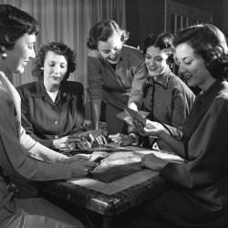 Women_playing_bridge_in_Tallahassee,_Florida[1]